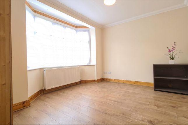 5 bed semi-detached house to rent in Waverley Gardens, Barking, Essex IG11