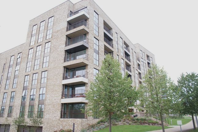 Flat for sale in Royal Waterside, 4 Lakeside Drive, Park Royal
