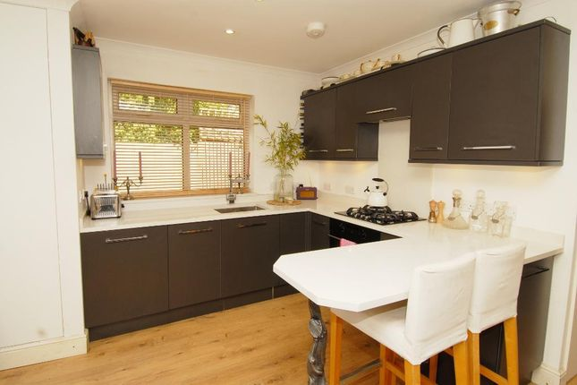 Thumbnail Bungalow to rent in Kingston Road, Raynes Park, London