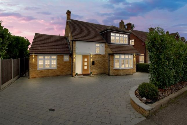 Thumbnail Detached house for sale in Cranfield Crescent, Cuffley, Potters Bar