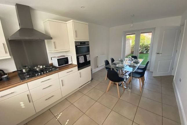Thumbnail Shared accommodation to rent in Hogsden Leys, St. Neots