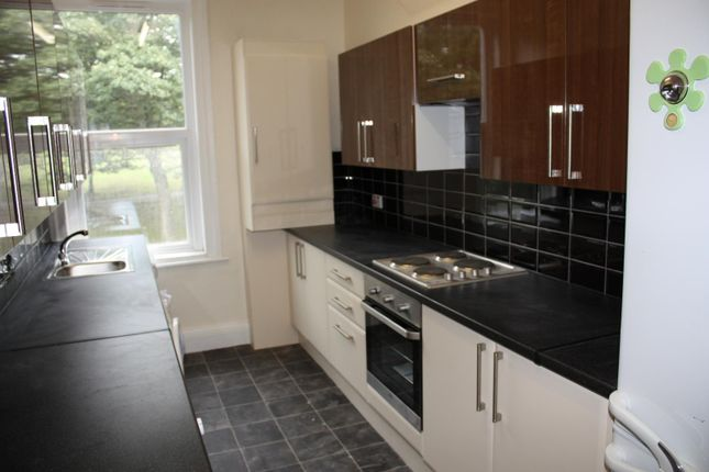Thumbnail Flat to rent in Flat 2, 205 Hyde Park Road, Hyde Park