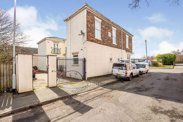 2 bed flat to rent in Whessoe Road, Darlington DL3
