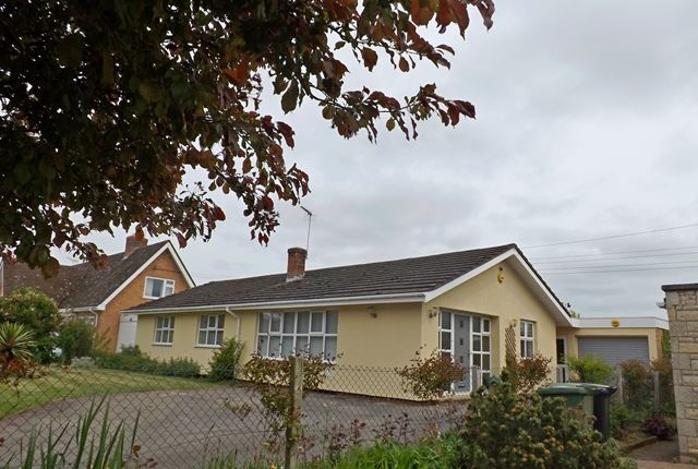 Thumbnail Detached bungalow for sale in Lenchwick, Evesham
