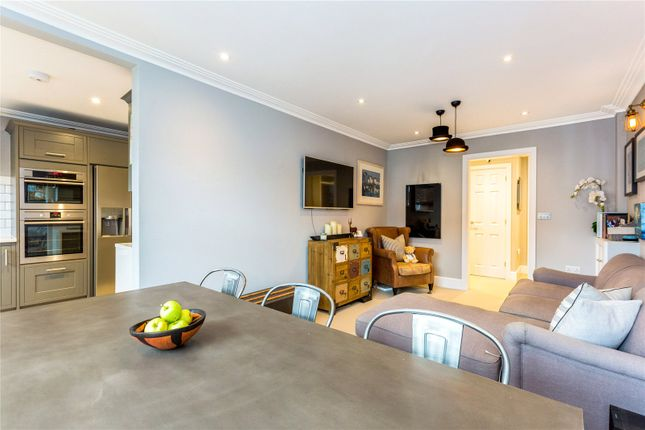 Thumbnail Flat for sale in Northfield Close, Henley-On-Thames, Oxfordshire