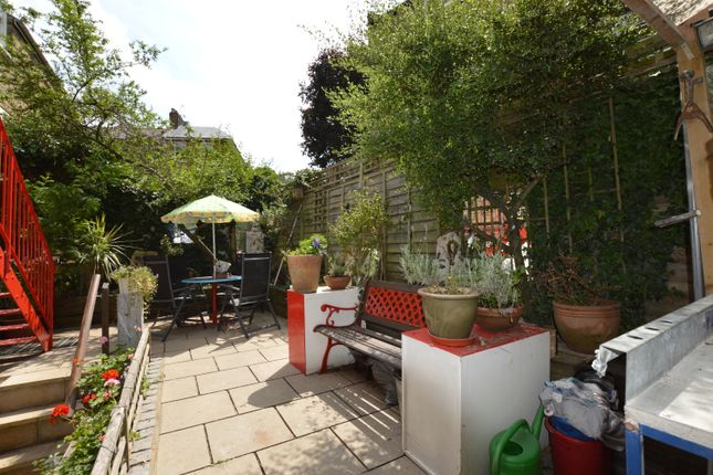 Thumbnail Flat for sale in Hugo Road, Tufnell Park Road, London