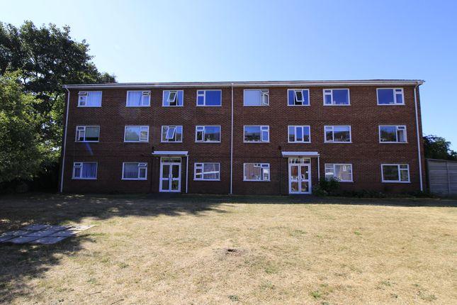 Thumbnail Flat for sale in Morris Road, Farnborough