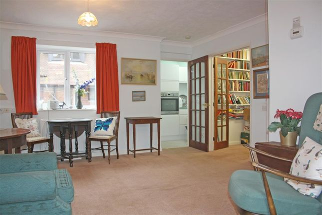 2 bed flat for sale in Russell Court, Petersfield Road, Midhurst GU29