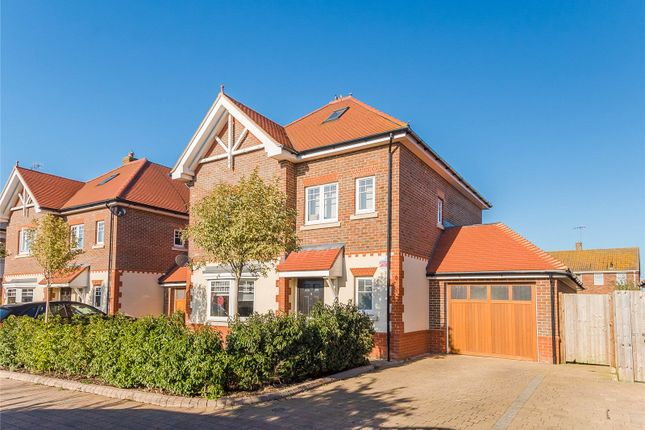 Thumbnail Detached house for sale in Kingshill Close, Bushey