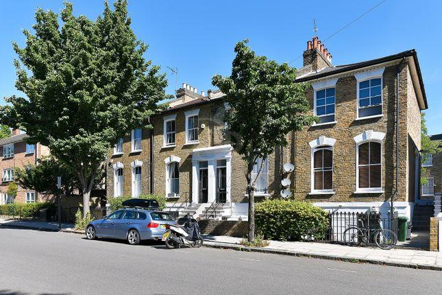 Flat for sale in Queen Margarets Grove, Newington Green
