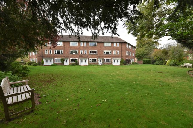 3 bed flat for sale in Bridge Road, East Molesey KT8