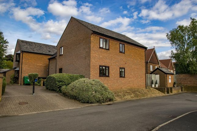 Thumbnail Flat to rent in Queens Court, Goring, Reading