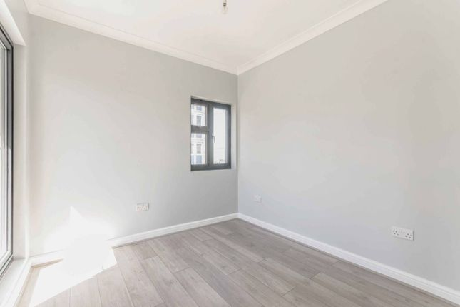 Thumbnail Flat to rent in Claremont Close, Silvertown