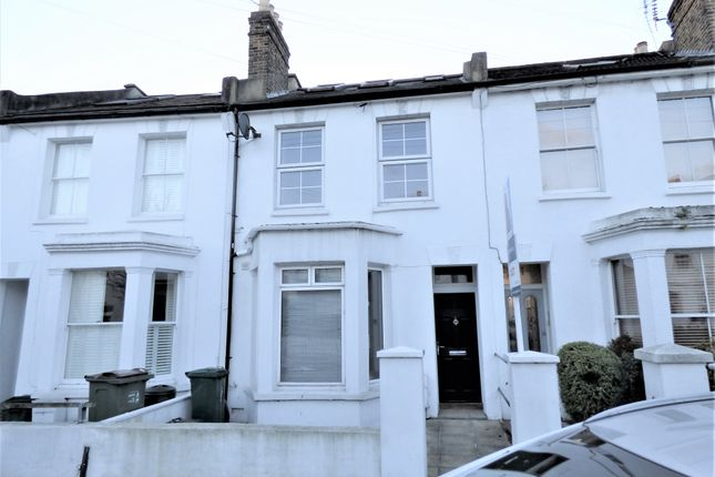 3 bed property to rent in Graham Road, London