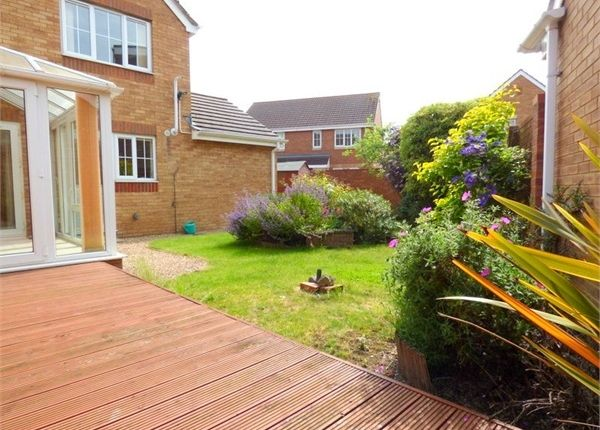 Thumbnail Detached house to rent in Blunden Drive, Langley, Berkshire