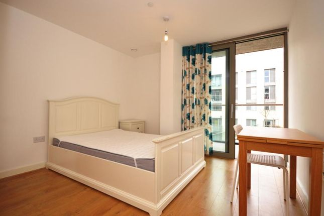 Thumbnail Flat to rent in Cornmill Lane, London