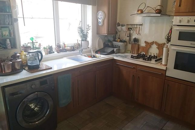 9 Abbey Drive East, Gy - New Kitchen 3