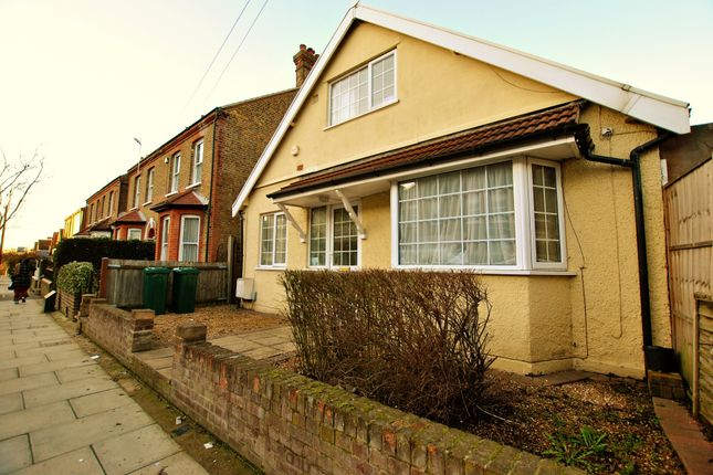 Thumbnail Bungalow to rent in Walford Road, Cowley, Uxbridge