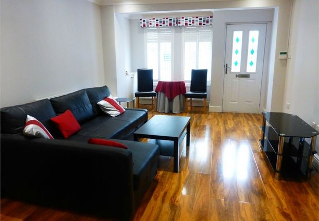 Thumbnail Terraced house for sale in Linkfield Road, Isleworth, Middlesex