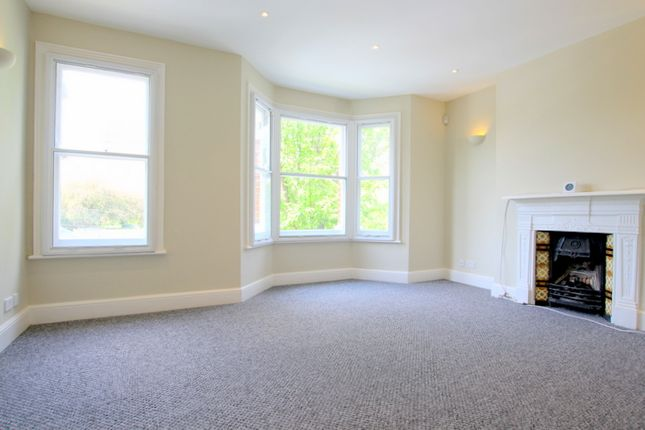 4 bed flat to rent in Queensmill Road, London SW6