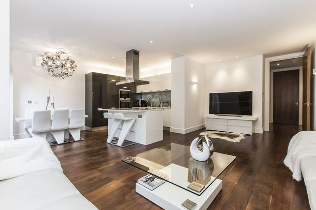 Thumbnail Flat for sale in Whitehall Road, Woodford Green