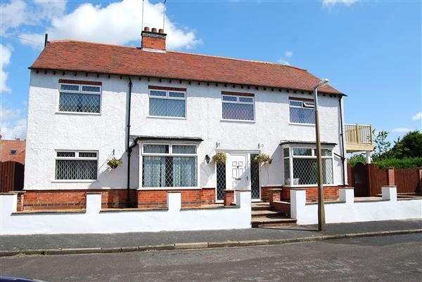Thumbnail Detached house for sale in Marine Avenue, Skegness