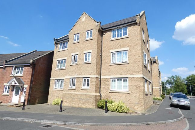 Thumbnail Flat for sale in Luton Road, Dunstable