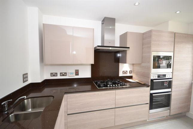 3 bed end terrace house to rent in Guardhouse Way, Mill Hill