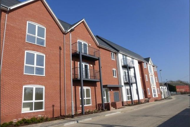 Thumbnail Flat to rent in The Waterfront, Wharf Road, Chelmsford