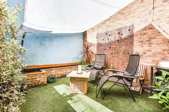 Thumbnail Flat for sale in Kings Cross Road, Clerkenwell, London