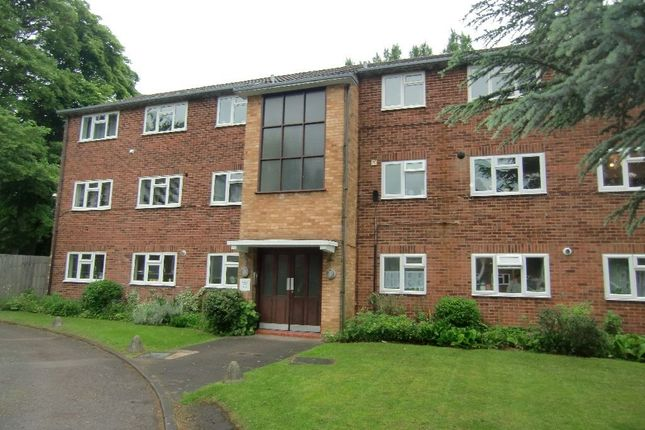 Thumbnail Flat to rent in Ellwood Gardens, Watford