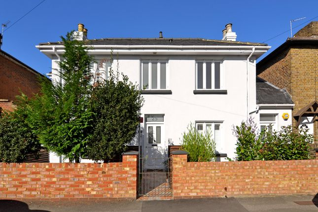Thumbnail Flat to rent in Victoria Road, Kingston Upon Thames, UK