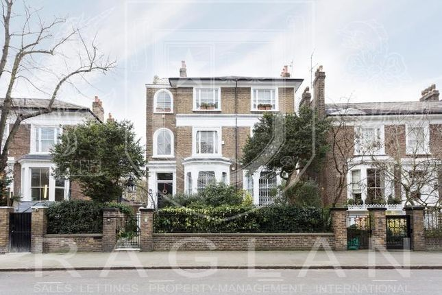 Thumbnail Flat to rent in Addison Crescent, London