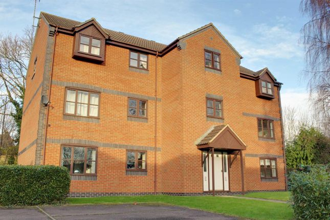 2 bed flat to rent in Boakes Drive, Stonehouse GL10