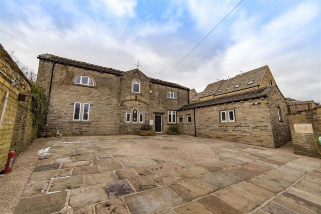 Thumbnail Detached house for sale in Towngate, Northowram, Halifax