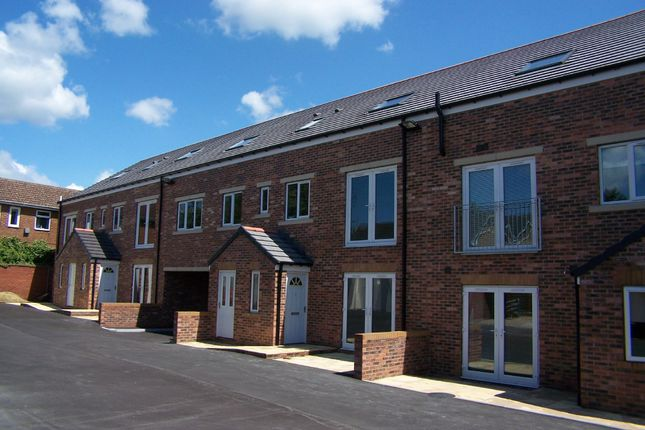 Thumbnail Flat to rent in Ballfield Lane, Darton, Barnsley