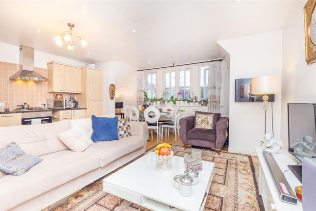 Thumbnail Property for sale in Cricklewood Lane, London