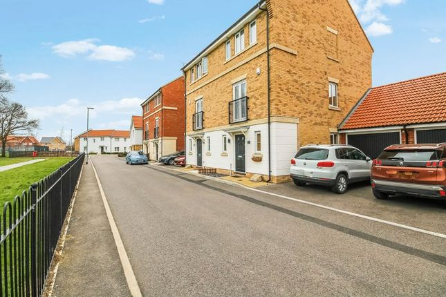 Thumbnail Town house for sale in Markhams Close, Basildon