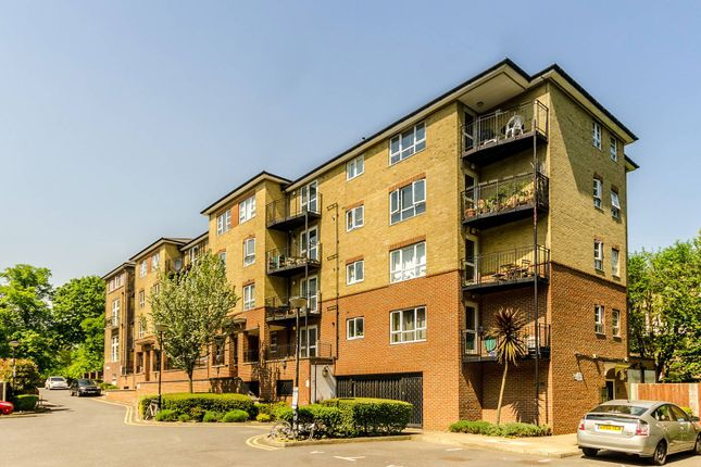 Thumbnail Flat to rent in Greenview Close, Acton