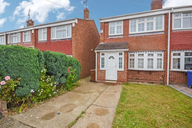 3 bed terraced house to rent in Silverdale East, Stanford-Le-Hope SS17