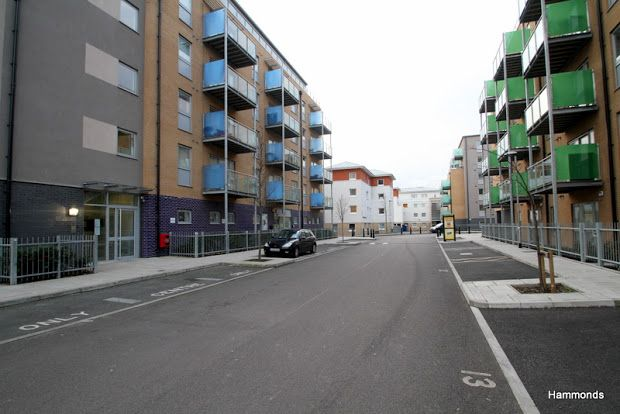 Flat to rent in Merchant Street, Bow, London