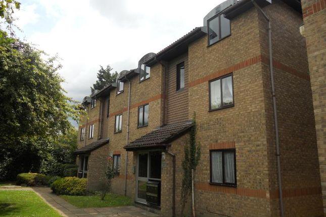 Thumbnail Flat to rent in Vicarage Lane, Horley