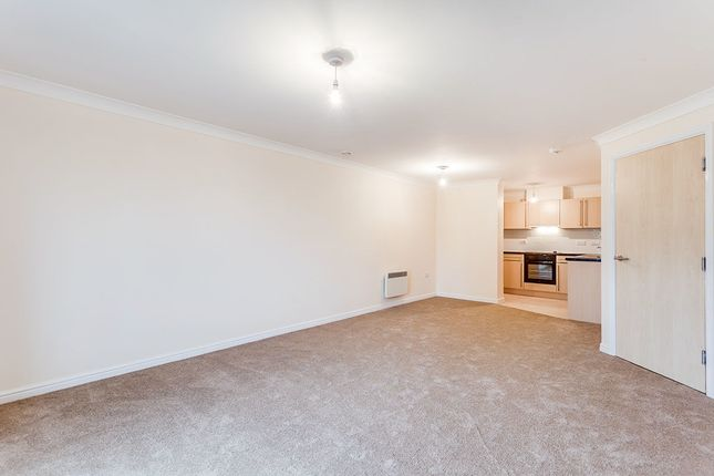 2 bed flat to rent in Delamere Gardens, Wakefield