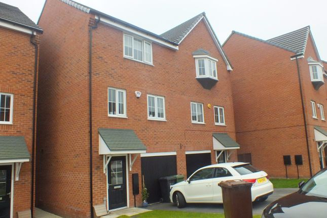 Thumbnail Town house to rent in Waggon Road, Leeds