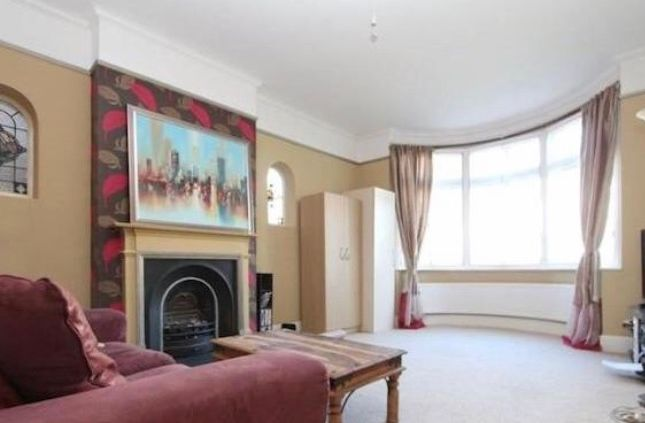3 bed flat to rent in Dukes Avenue, London
