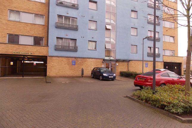 Thumbnail Flat to rent in Miles Close, London