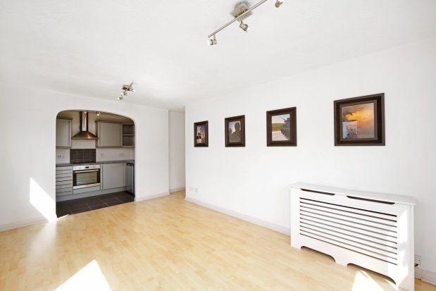 Flat to rent in Broomhill Road, London