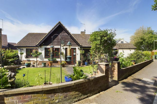 Thumbnail Bungalow for sale in Flintlock Close, Stanwell Moor, Middlesex