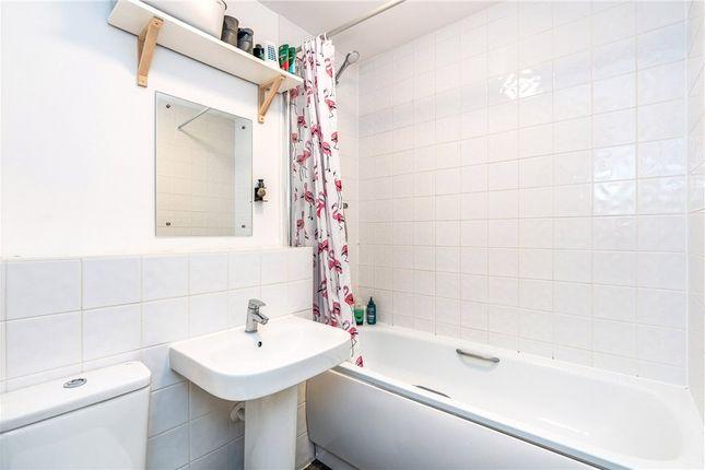 Bathroom of George Raymond Road, Eastleigh, Hampshire SO50