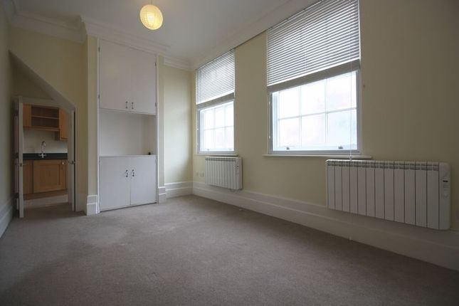 Thumbnail Flat to rent in Queensway, Hemel Hempstead